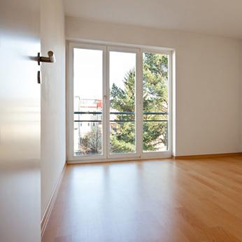 Wohnungsauflösung Bild. Leeres geräumtes Raum